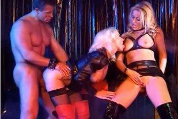 Helen Duval - fétis szex hármasban